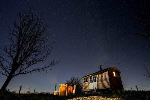 Romantic-Astronomer shepherd's -Hut-Countryside view-Ensuite with Shower
