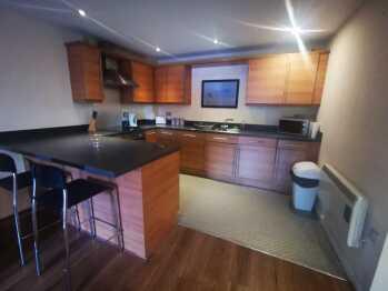 Three Bedroom-Apartment-Private Bathroom