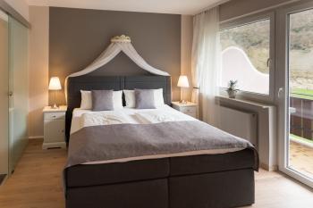 Komfort-Doppelzimmer mit Balkon & Flussblick