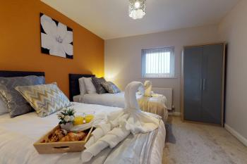 Bedroom 2 x2 SIngle beds or 1 KIng size on request
