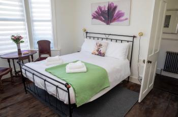 Spacious Master Bedroom with Kingsize Bed