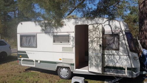 Wohnwagen-Einfach-Eigenes Badezimmer-Blick auf den Wald-Wohnwagen mit Vorzelt - Standardpreis