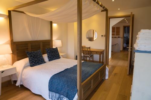 Room 1 - King-size En-suite