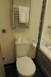 Ensuite bathroom in deluxe double room 3