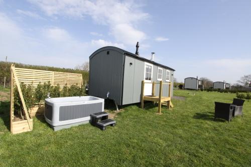 Herdwick Shepherd Hut - Hot Tub