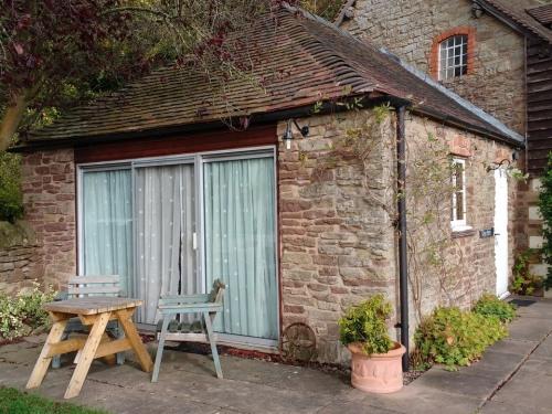 Cottage-Premium-Private Bathroom-Cider Press Cottage