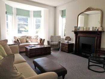 Woodlands contemporary sitting room