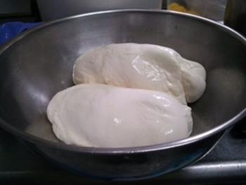 Mozzarella cheese making class