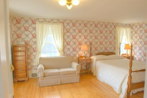 C10 Carriage House -Queen-Family room-Ensuite-Superior-Countryside view - Base Rate