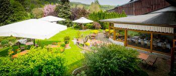 Blick auf den Hotel-Garten