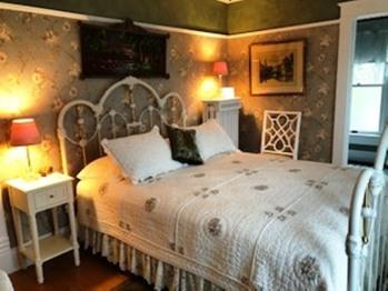 Double room-Ensuite-Queen-Garden View-Florence Myrna Room
