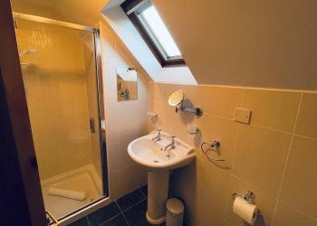 Snowdrop Cottage bathroom