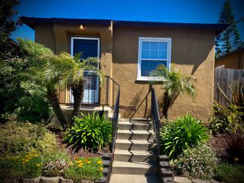 Cottage 3-Cottage-Ensuite-Traditional-Courtyard view - Daily Rentals