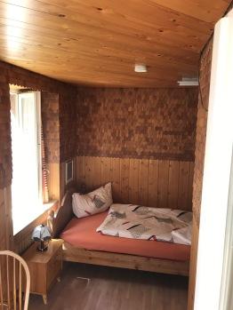 Einzelzimmer mit Balkon/ DU/WC