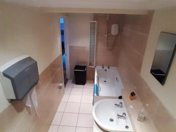 2-Bedroom Sleeps 5-Apartment-Ensuite with Bath