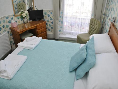 Double room-Economy-Ensuite with Shower-Street View
