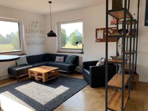 Apartment-Charakteristisch-Eigenes Badezimmer-Balkon-seitlicher Kanalblick - Standardpreis