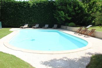 MaisonMaya_la piscine de pres en plein soleil