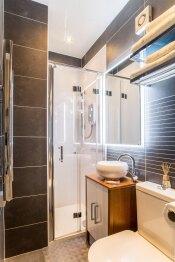 Room 2  Bathroom & shower