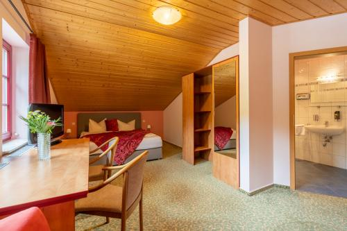 mit 2 Aufbettungen-Vierbettzimmer