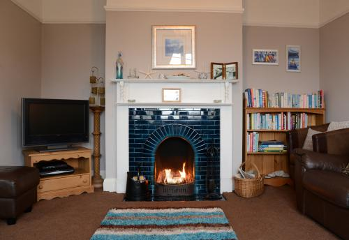 Mory Self Catering Holiday Cottage LL30 3BH