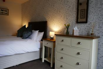 Double room-Standard-Ensuite with Shower-Landmark view-CARLTON - Base Rate