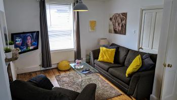Noble House Exeter - Lounge w/ Sofa Bed + Smart TV w/ Free Netflix, Amazon Prime, Youtube, iPlayer etc.