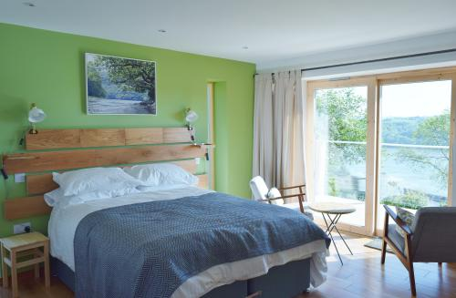 Oak-Triple room-Family-Ensuite with Shower-River view