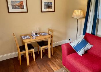 Daisy Cottage dining area