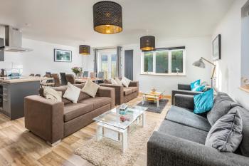 Modern Totnes House, Sleeps 8, 5 Mins Walk From Town - Fabulous modern open plan lounge , kitchen diner.