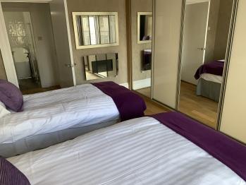 Village Tavern Apartment - Bedroom 1