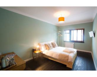Double room-Standard-Ensuite with Shower-Street View - Bed and Breakfast