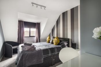 Bedroom 2 - Suitestayzzz - Sandyford Suite (Sgl/King)