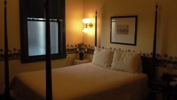 16 St. Patrick Queen Room-Queen-Ensuite-Standard