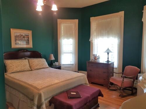 Triple room-Ensuite-Standard-Hillside Suite - Rm #7 - Base Rate