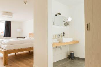 Bad und Schlaf-/Wohnraum
