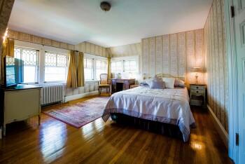 Queen-Ensuite-Garden View-Delport Room