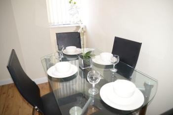 QF1 - Elegant dining set