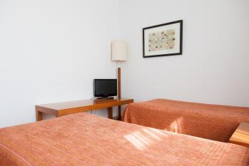 Hotel Miera estancia de dos camas en habitación familiar