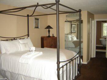 Triple room-Ensuite-Standard-Asian Lily Suite