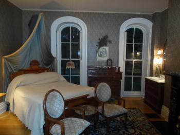 Generals Room Queen Canopied Bed, Sitting Area and Fireplace,