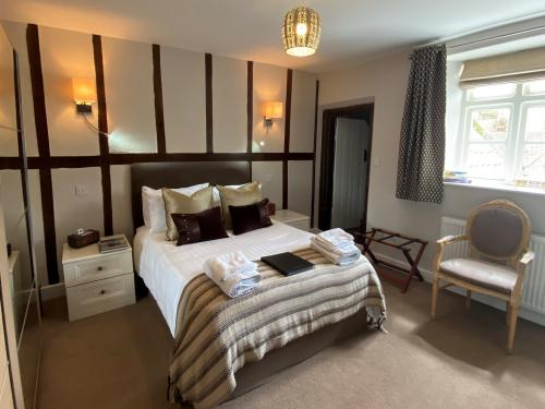 Double room-Superior-Ensuite with Bath-and Shower - Base Rate