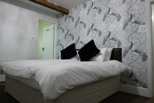 Double or Twin-Superior-Ensuite with Shower-Woodland view-ESHTON - Base Rate