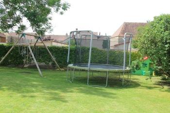 MaisonMaya_trampoline et balancoire