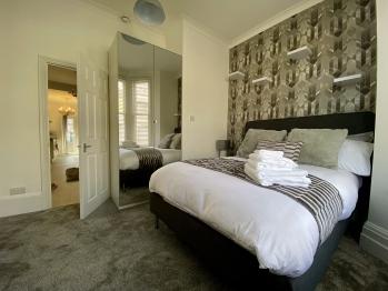 Stylish Apartment 16min from Stratford International - Bedroom