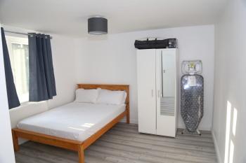 Roundway Villa - Double Bedroom