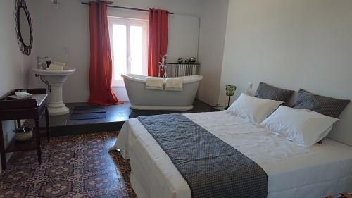 Suite Gerfaut-Suite-Supérieure-Salle de bain et douche-Vue sur le bois - Tarif site 1 nuit