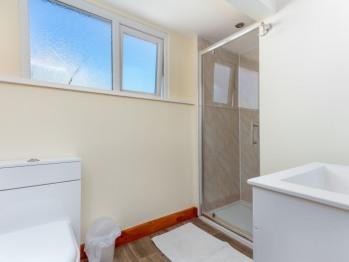 Apartment 8 Shower room