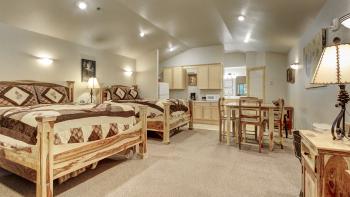 2 Queen Luxury Suite