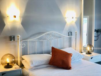 Double room-Standard-Ensuite-Street View - Base Rate